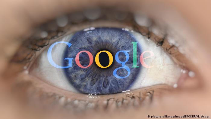Auge mit Google Logo auf Iris