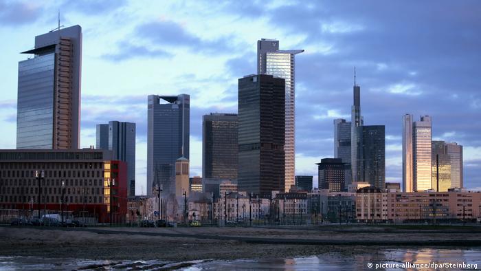 Frankfurt skyline (picture-alliance/dpa/Steinberg)