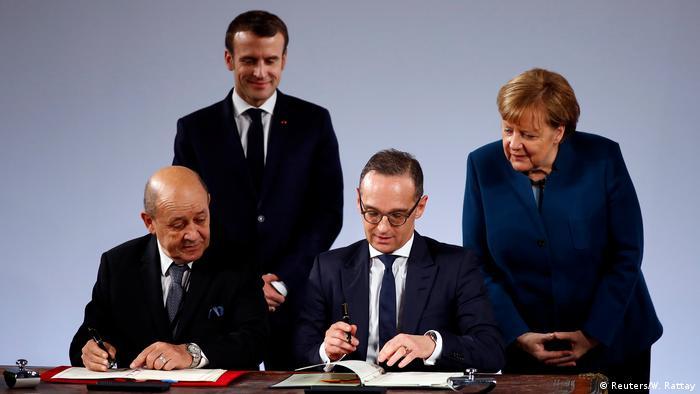 Heiko Maas und Jean-Yves Le Drian unterzeichnen den neuen Elysée-Vertrag in Aachen