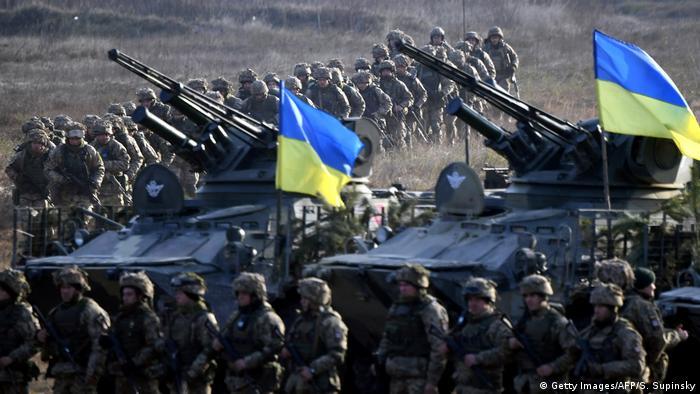 Українські військові та техніка на навчаннях біля Житомира