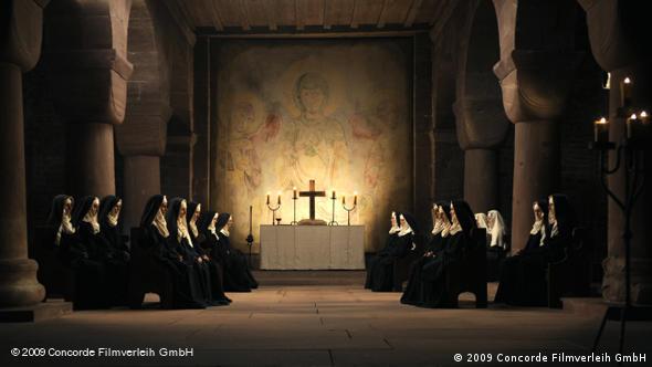 Nonnen um Hildergard von Bingen bei Gesang und Gebet im Kloster (Concorde)
