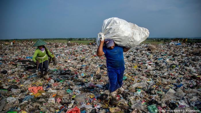 Plastikmüll in Indonesien (Getty Images/AFP/J. Kriswanto)