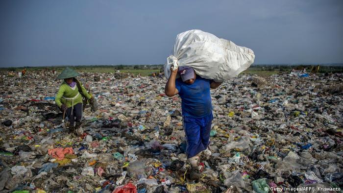 Plastikmüll in Indonesien (Getty Images/AFP/J. Kriswanto)
