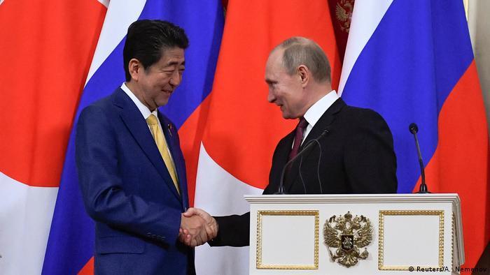 Russland Moskau PK Wladimir Putin und Shinzo Abe