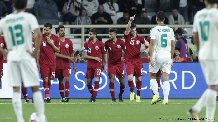 Qatar's players celebrate their winner (picture-alliance/AP Photo/H. Ammar)