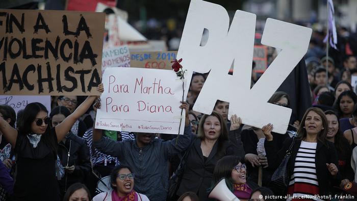 Ecuador Frauen Proteste in Quito (picture-alliance/NurPhoto/J. Franklin)
