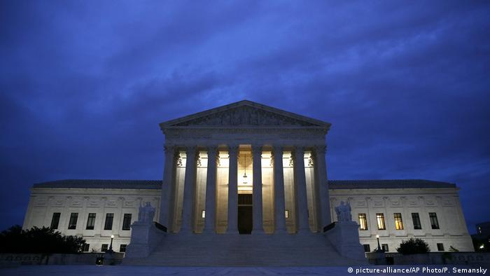 US Supreme Court facade (picture-alliance/AP Photo/P. Semansky)