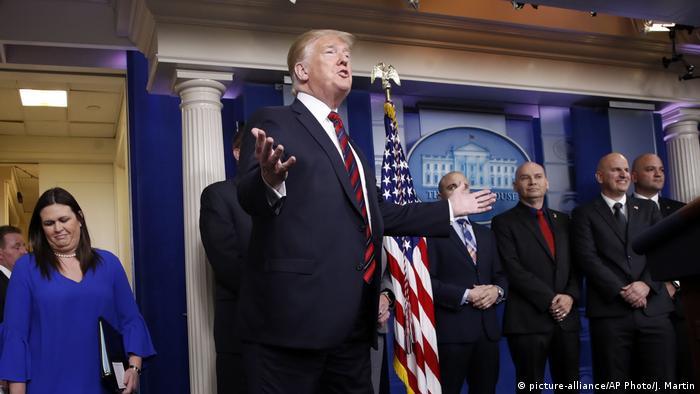 Trump stellt Pressebriefings im Weißen Haus in Frage