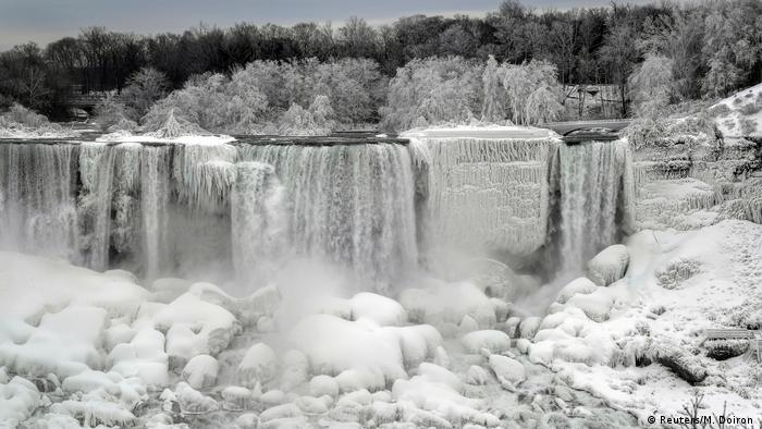 Falling water turns into sheets of ice on the American Niagara Falls (Reuters/M. Doiron )