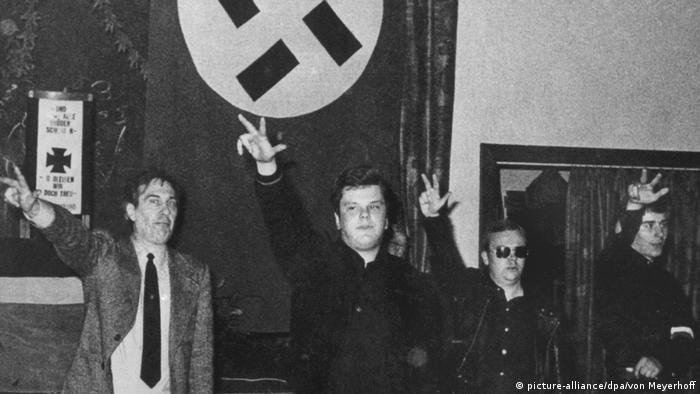 Neonacist Michael Kühnen (2. s lijeva) na jednom susretu Akcijske fronte nacionalnih socijalista 1978. Kühnen je preminuo 1991.