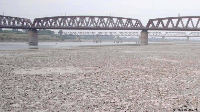 A dry portion of the Indus River in Pakistan, near Hyderbad. Photo credit: Imago/Zuma/PPI