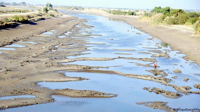 Pakistan HYDERABAD Blick auf trockene Kanäle des Indus Flusses (Imago/Zuma/PPI)