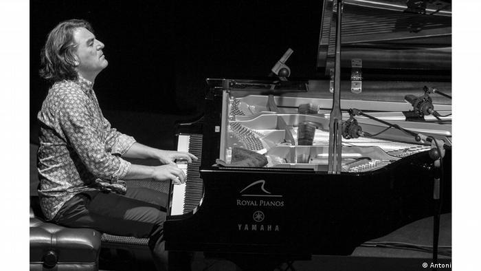 Man at the piano, DORANTES
