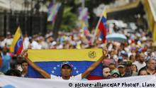 Venezuela Protestzug der Opposition (picture-alliance/AP Photo/F. Llano)