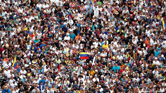 Протестующие против президента Мадуро в Каракасе