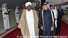 Katar Ankunft Omar al-Baschir, Präsident Sudan (picture-alliance/AP Photo/Qatar News Agency)