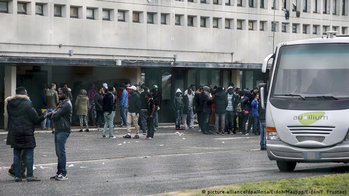 Italien bei Rom   Räumung Castelnuovo di Porto, zweitgrößtes Flüchtlingslager Italiens