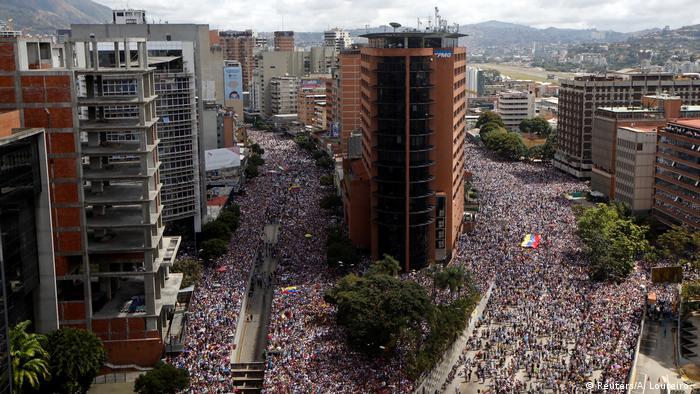 Protestos e caos institucional na Venezuela