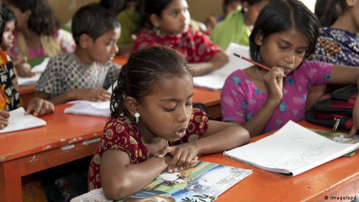 یونیسف میگوید برای حفاظت کودکان از استثمار باید شرایط زندگی آنان را تغییر داد و بودجه بیشتری را به آموزش و پرورش کودکان و نظامهای بهداشتی و اجتماعی اختصاص داد.