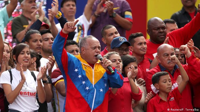 Foto de Diosdado Cabello frente a correligionarios