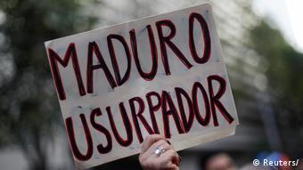 Плакат с надписью Мадуро - узурпатор