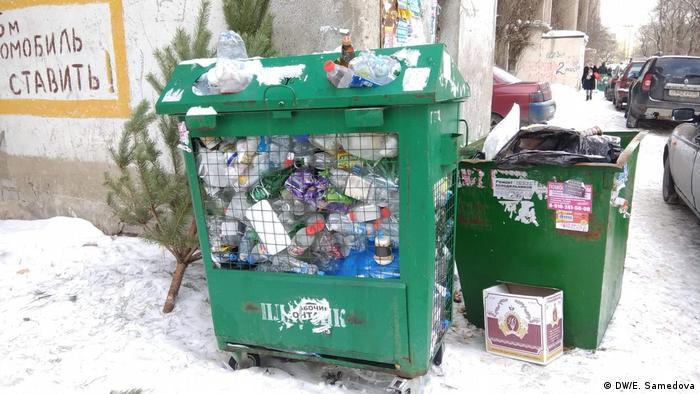 Мусорный контейнер в московском дворе