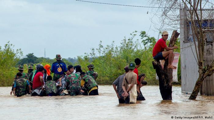 Indonesien Überschwemmung durch Monsun in Sulawesi (Getty Images/AFP/Y. Wahil)
