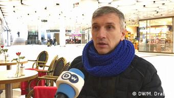 Олег Михайлик не довіряє українським правоохоронцям. Він боїться, що кулю підмінять або загублять.