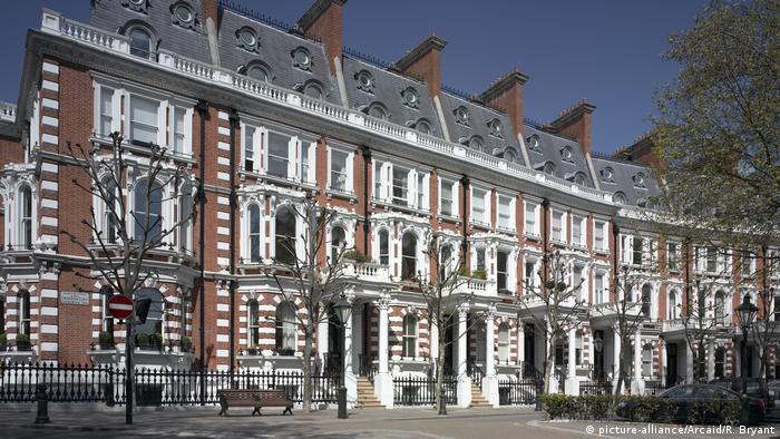 A row of upscale properties on a London street
