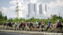 Deutschland Proteste gegen Braunkohle am Kraftwerk Lippendorf