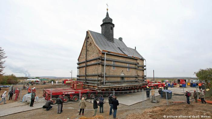 Церковь на автомобильной платформе