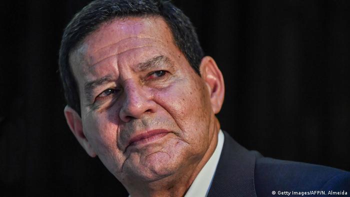 Governo Bolsonaro flexibiliza regras sobre sigilo de dados oficiais