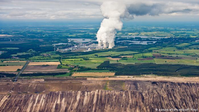 Opalana węglem brunatnym elektrownia Jänschwalde na Łużycach