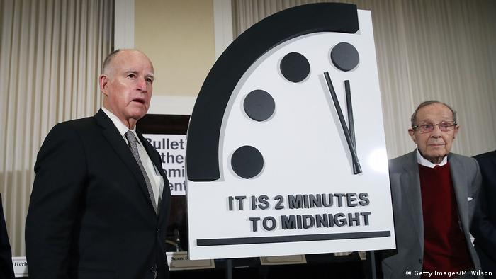 Weltuntergangsuhr bleibt um 2 Minuten vor Mitternacht stehen