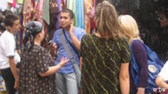 ۸ مارس در تاجیکستان تعطیل است و مردان به زنان دستهگل هدیه میدهند