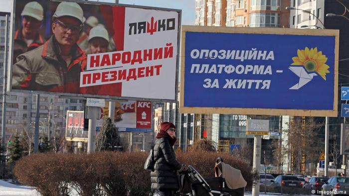 Cartazes eleitorais nas ruas de Kiev