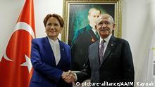ANKARA, TURKEY - JANUARY 25, 2019 +++ : Chairman of the Republican People's Party (CHP) (R) shakes hands with Leader of the IYI Party Meral Aksener (L) during their meeting at IYI Party headquarters in Ankara, Turkey on January 25, 2019. Murat Kaynak / Anadolu Agency   Keine Weitergabe an Wiederverkäufer.