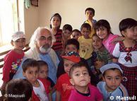 El afgano Jama Maqsudi trabaja en Alemania y ayuda a niños en Kabul.