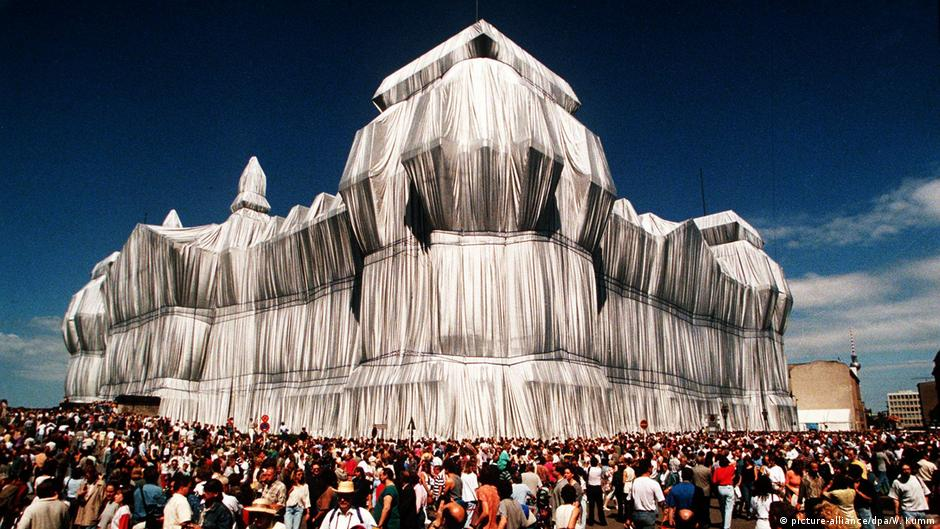 Christo′s ′Wrapped Reichstag′: A symbol of freedom 25 years on   Arts   DW   24.06.2020