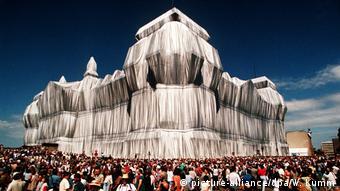 Το τυλιγμένο κτήριο του Ράιχσταγκ το 1995