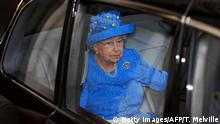 UK Brexit l Queen Elisabeth mit Europa-Hut