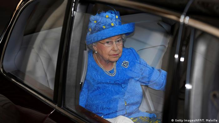 UK Brexit l Queen Elisabeth mit Europa-Hut (Getty Images/AFP/T. Melville)
