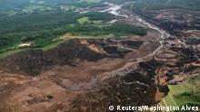 Foto aérea da região do desastre e do rastro deixado pela lama.