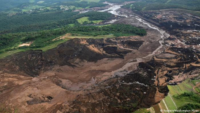 General view from above of a dam owned by Brazilian miner Vale SA that burst, in Brumadinho, Brazil (Reuters/Washington Alves)