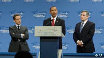 President Barack Obama, flanked by French President Nicolas Sarkozy and British Prime Minister Gordon Brown