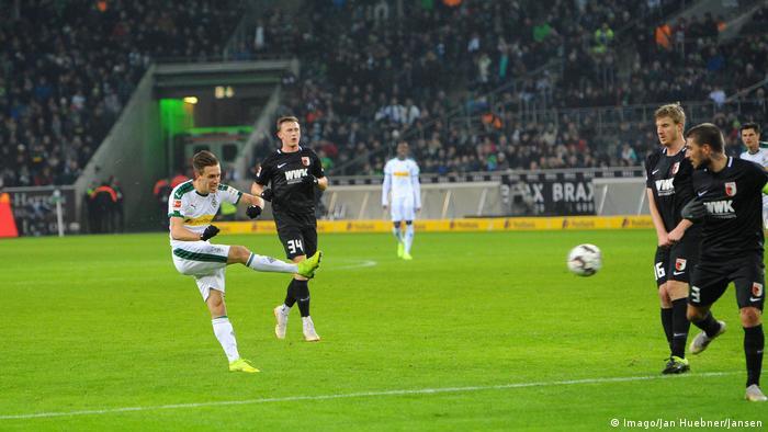 Bundesliga 19. Spieltag Borussia Mönchengladbach - FC Augsburg | Tor (2:0) (Imago/Jan Huebner/Jansen)