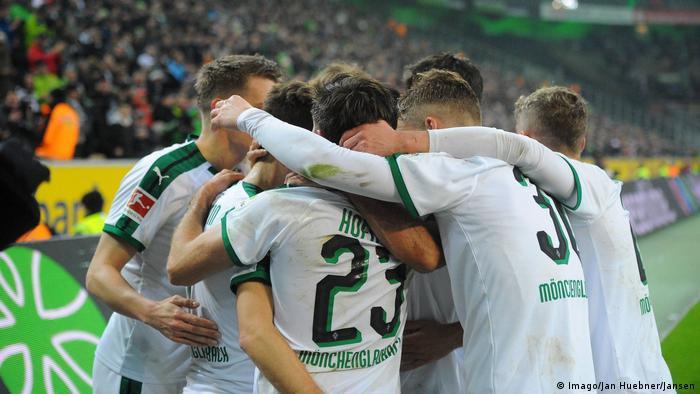 Bundesliga 19. Spieltag Borussia Mönchengladbach - FC Augsburg | Jubel (2:0) (Imago/Jan Huebner/Jansen)