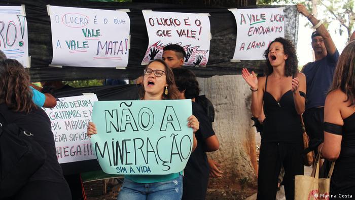 Protestas en Brasil exigiendo pagos por daños a la minera Vale.