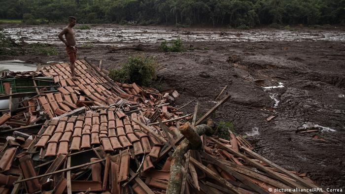 Impotencia ante las consecuencias de la rotura de una presa en Brumadinho, Minas Gerais, Brasil.