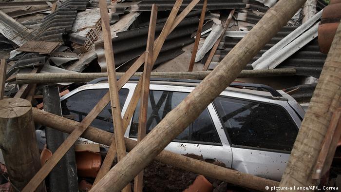 Унаслідок прориву греблі на шахті з видобутку руди в місті Брумадіньо, що на південному сході Бразилії, загинуло щонайменше 58 осіб. Про це в ніч на понеділок, 28 січня, повідомила влада штату Мінас-Жерайс. Крім того, ще 305 людей вважаються зниклими безвісти. Прорив греблі, яка стримувала відходи гірничих робіт, стався в п'ятницю 25 січня.